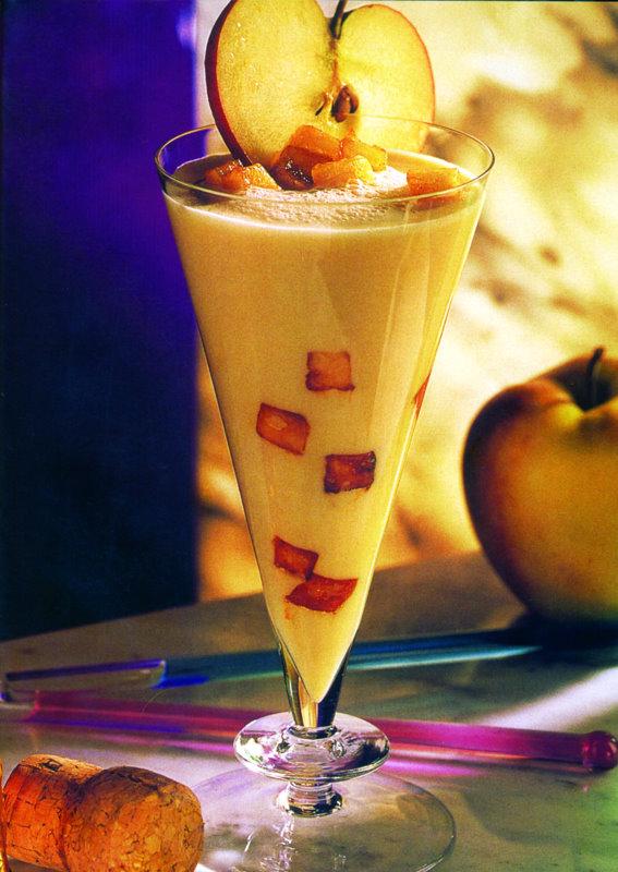 Мляко с ябълков сок - снимка