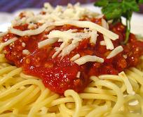 Спагети с доматен сос и кашкавал